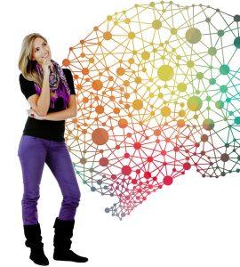 Een studente kijkt tevreden naar een complexe netwerkstructuur
