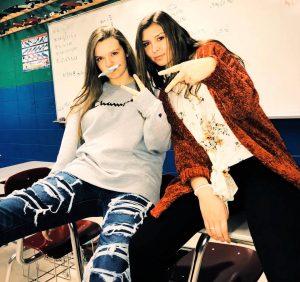 Bij deze High School studenten beslist de directeur bijna altijd dat ze een indrukwekkend pak op hun billen krijgen als ze ongehoorzaam zijn, ongeautoriseerd afwezig zijn of als ze spijbelen.