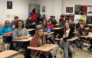 Een klas studenten in een High School waar alleen de directeur beslist over de straf voor studenten die de tijdens de les regels overtreden hebben. Oudere studenten krijgen dan altijd direct een flink pak op hun billen. Op deze High School is straf op de billen de meest voorkomende disciplinaire maatregel.