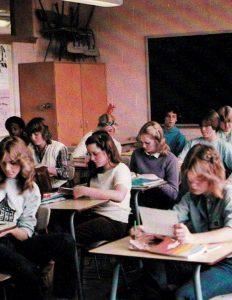 Een klas met Amerikaanse High School studentes.