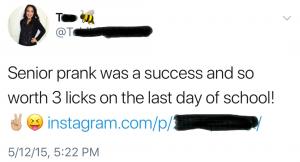 Een Twitterbericht van een High School studente uit mei 2015: Senior Prank was een succes en absoluut waard om 3 meppen met de paddle te krijgen op de laatste dag van de school!
